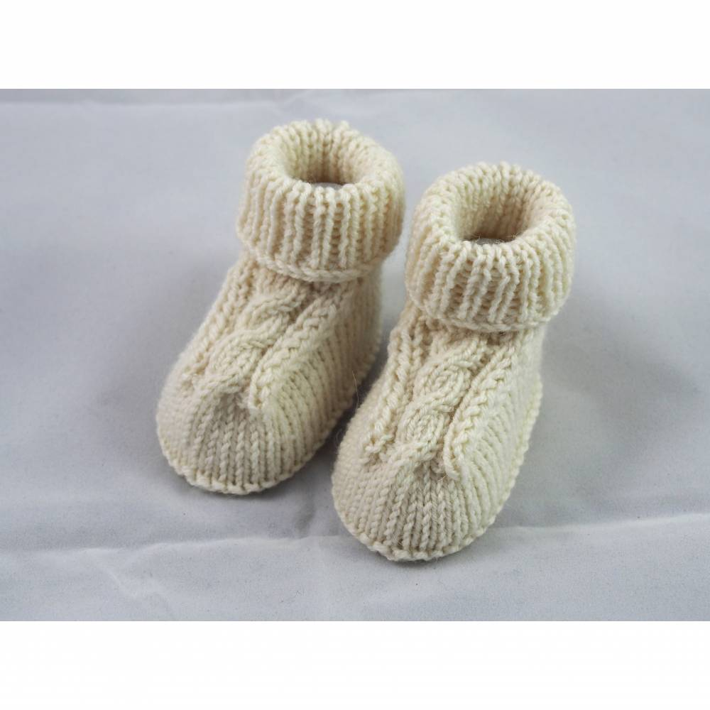 wollweiße Babyschuhe aus Wolle gestrickt 3-6 Monate Bild 1