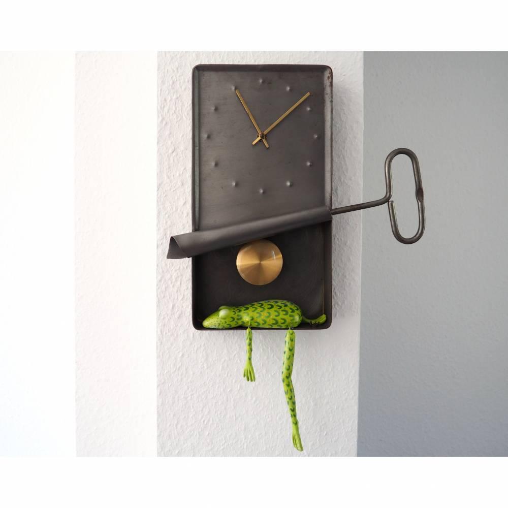 Ölsardinenfrosch Uhr, Wanduhr Frosch, Pendeluhr, Fischkonserve als Uhr, lustige Uhr, Frosch Uhr, Konservendose,Sardinendose Uhr, Froschuhr Bild 1