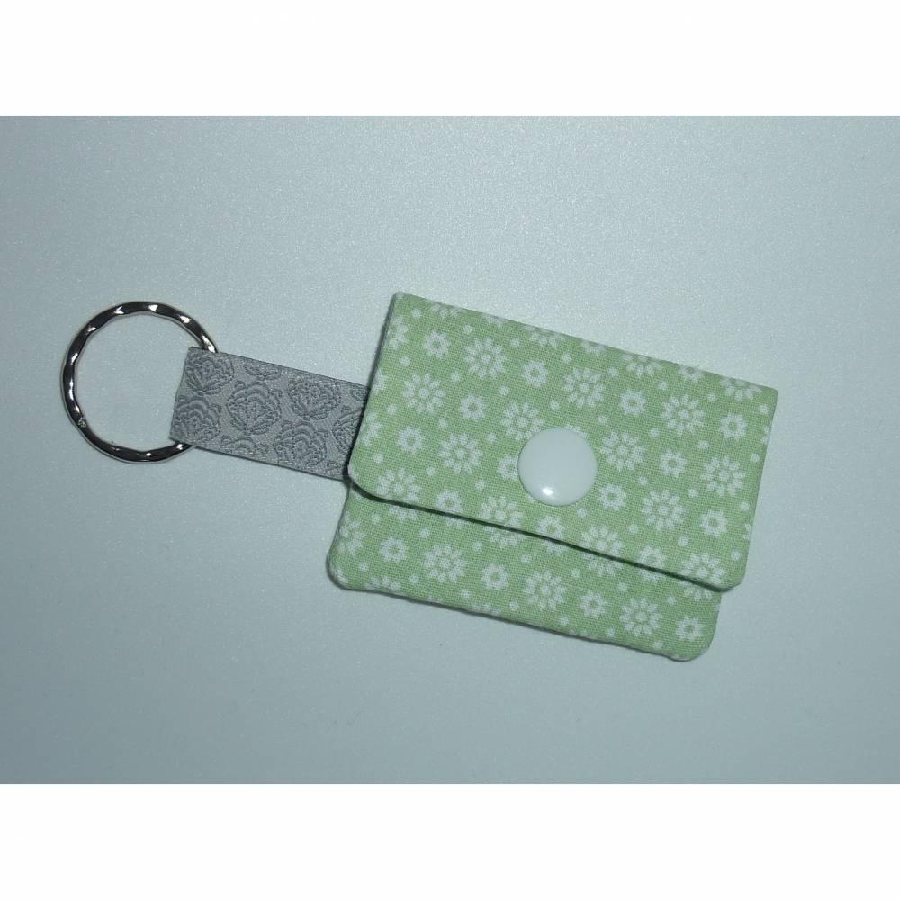 Geldbeutel klein grün hellgrün Chiptäschchen Schlüsselanhänger Bild 1