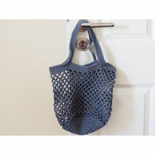 Häkeltasche Einkaufstasche Einkaufsnetz in grau aus hochwertiger Baumwolle mit Schulterriemen gehäkelt