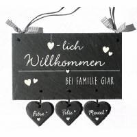Türschild Schiefer  Herzlich Willkommen mit 3 - 6 Herzanhängern, handbemalt und individuell personalisiert Bild 1