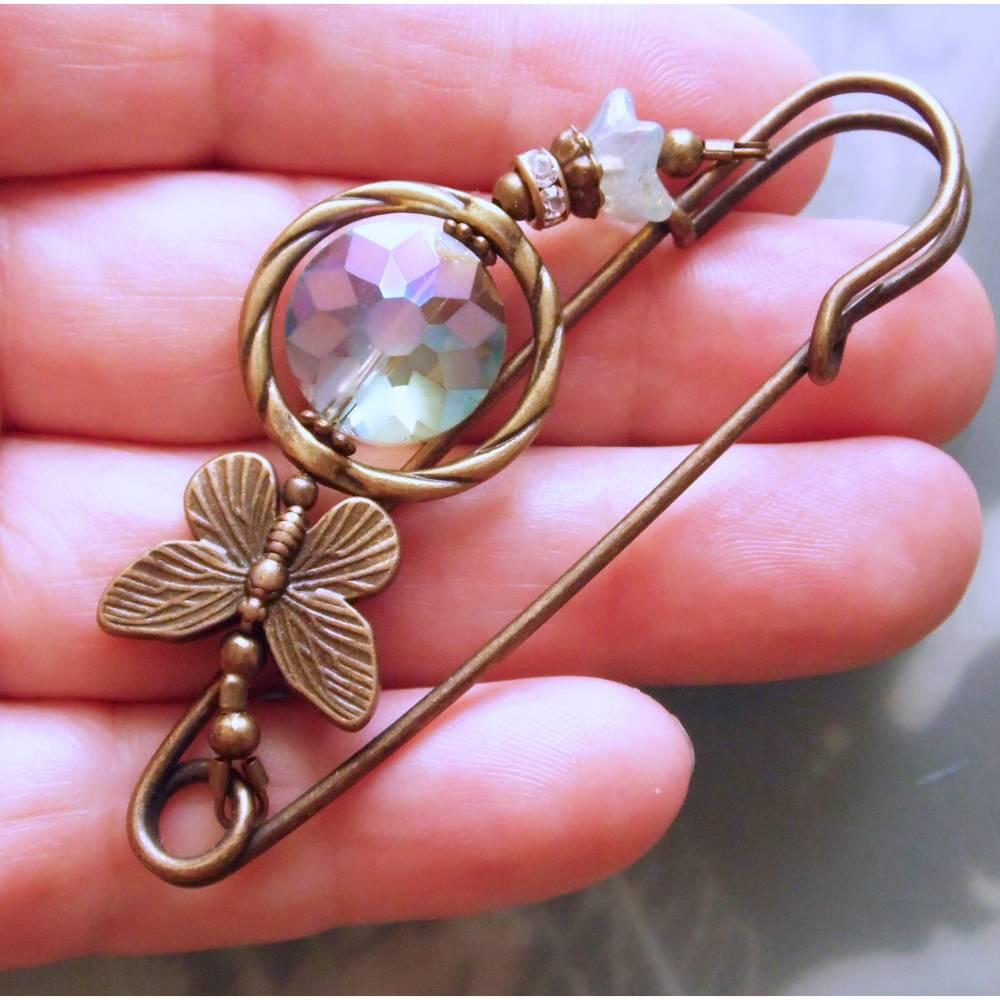Kiltnadel Schmetterling mit Kristall in Meergrün, Lavendel oder Orange funkelnde Tuchnadel Farbwahl Bild 1