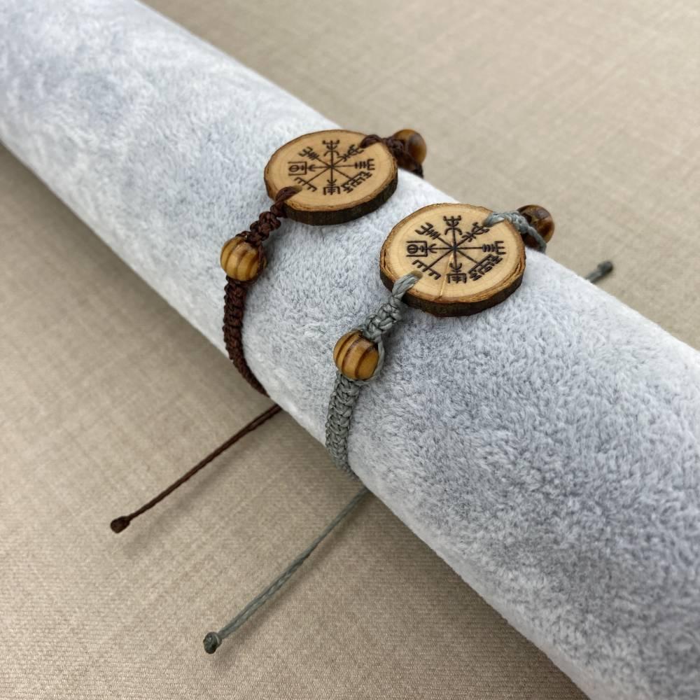 ABVERKAUF -30% handgebranntes Vegvisir Makramee Armband, keltischer Holzschmuck, Brandmalerei Bild 1