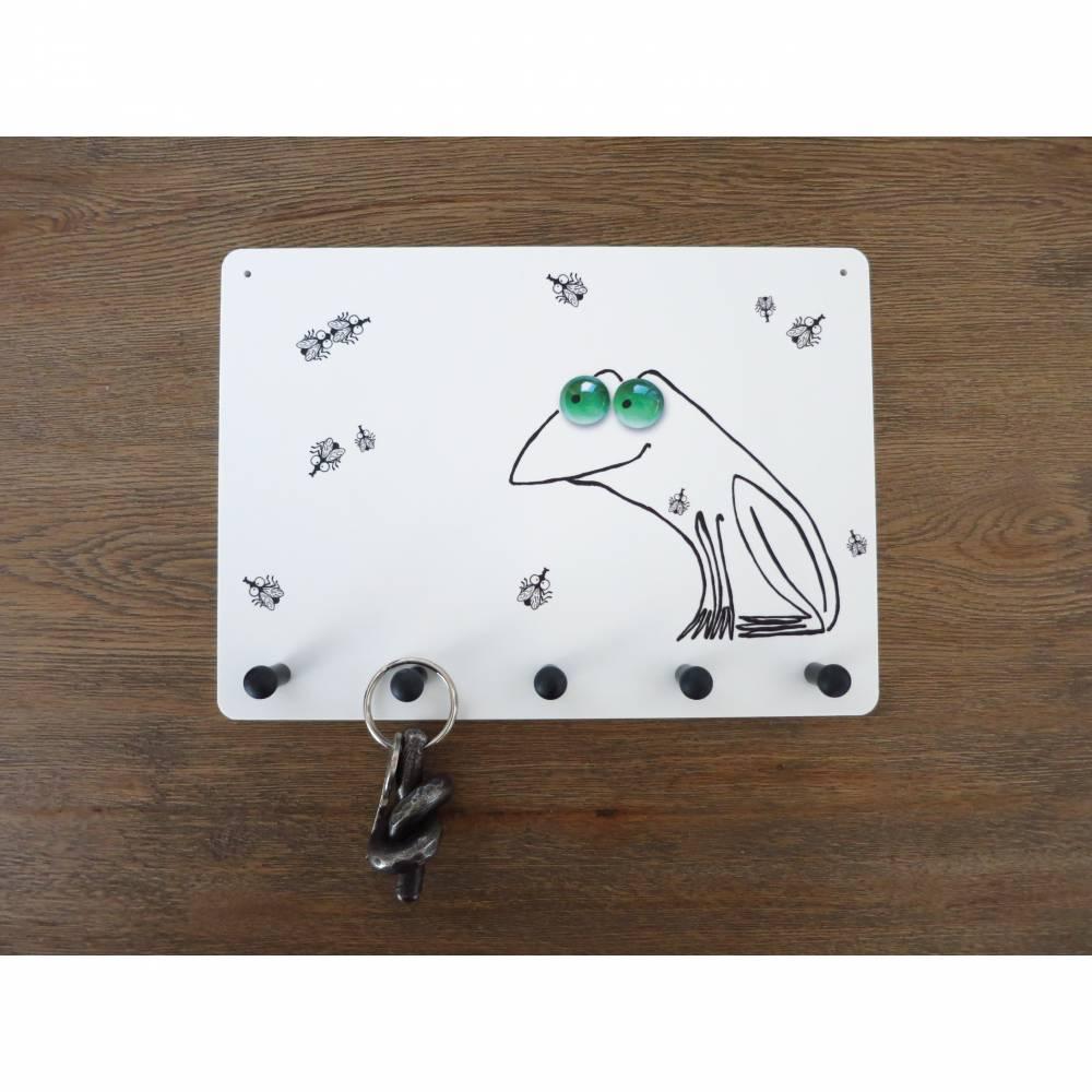 Wo ist die Fliege? - Schlüsselbrett, Schlüsselboard, Frosch Schlüsselbrett, witziger Frosch, Frosch mit Fliege, Hausschlüssel finden Bild 1