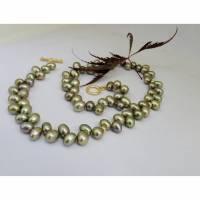 Grüne echte Perlen als Kette, echte 14K Goldringe, sehr dekoratives Schloß Bild 2