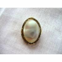 Vintage Ovaler Schalclip weißer Cabochon aus den 60er Jahren Bild 1