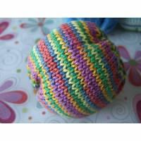 Gestrickter Baby Ball in bunt mit Glöckchen aus Baumwolle Bild 1