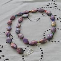 Perlenkette mit Rhomben schwarz-lila-bunt, Zuchtperlen 10 x 15 mm, Verschluß Sterling Silber, Geschenk für Frauen, Abendcollier Bild 2