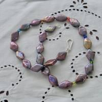 Perlenkette mit Rhomben schwarz-lila-bunt, Zuchtperlen 10 x 15 mm, Verschluß Sterling Silber, Geschenk für Frauen, Abendcollier Bild 3