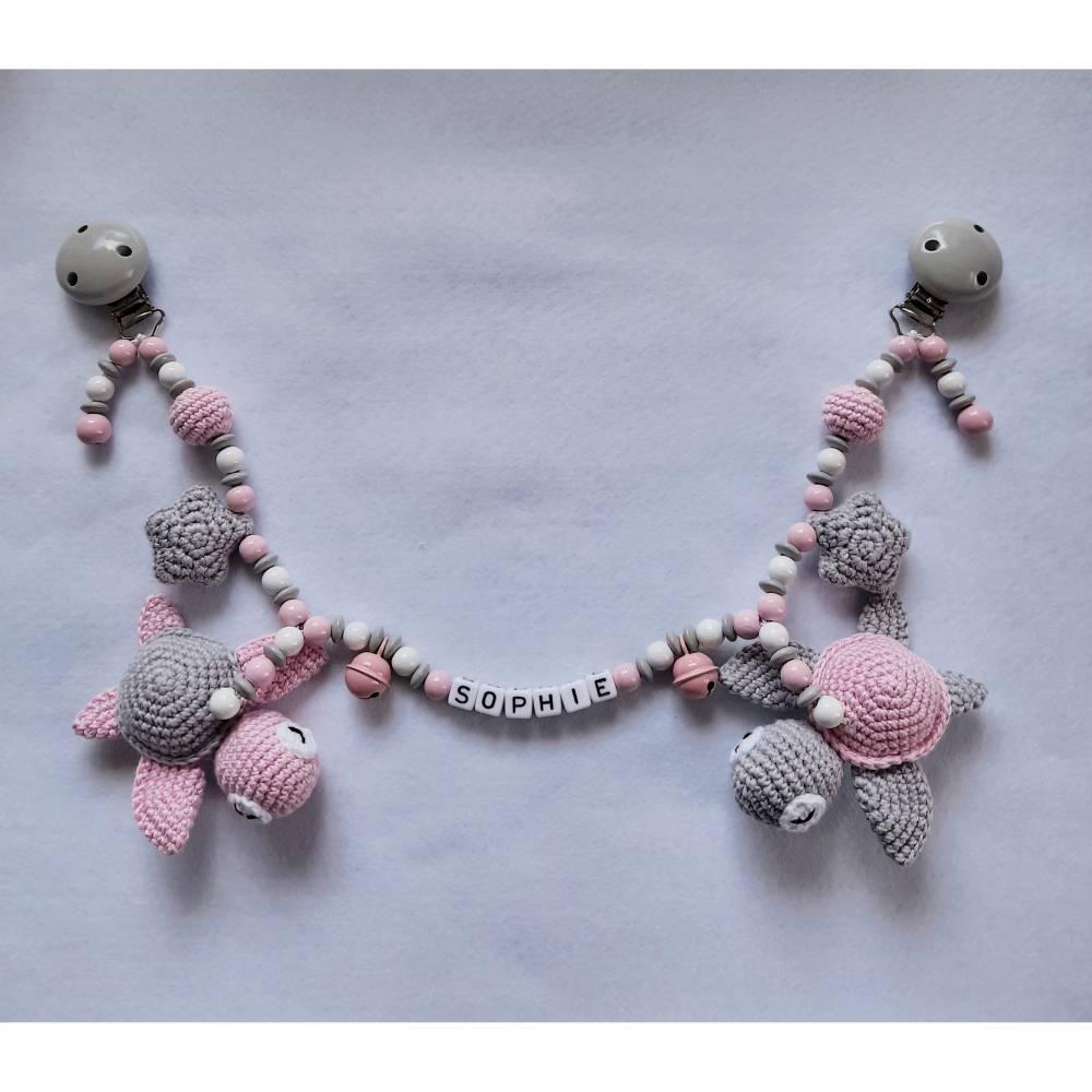 Kinderwagenkette mit gehäkelten Schildkröten und Sternchen - auch mit Name und in anderen Farben möglich Bild 1