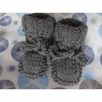 Edle Babyschühchen aus Wolle dunkelgrau Bild 1