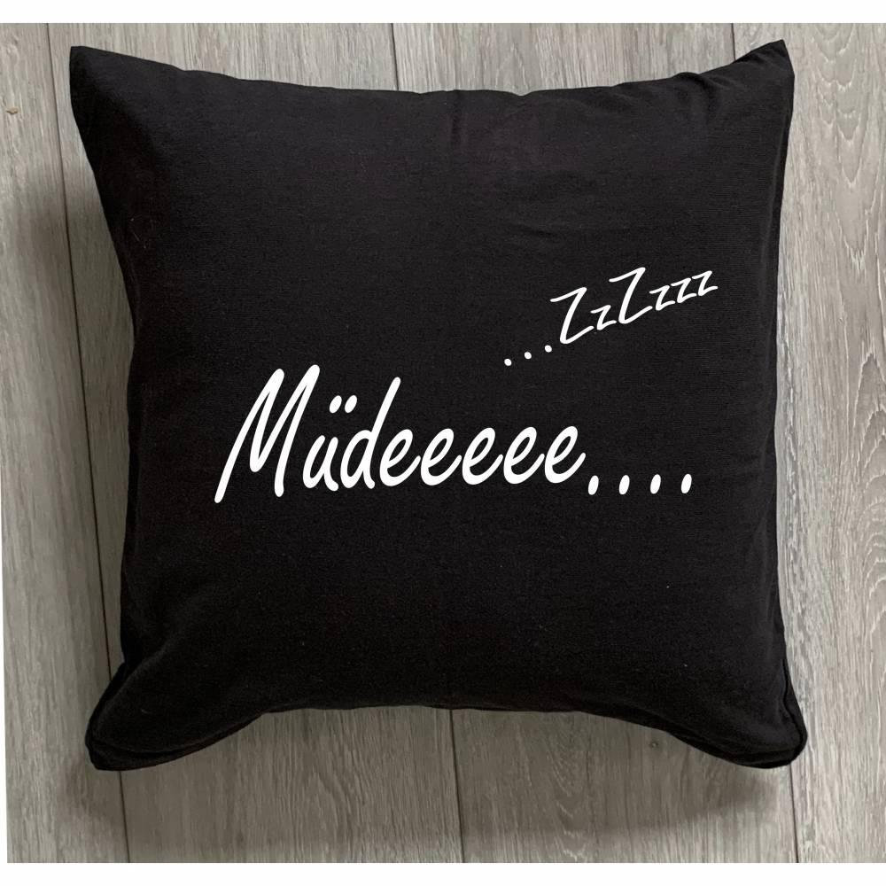 """Kissen mit der Aufschrift """"Müdeee"""" Bild 1"""