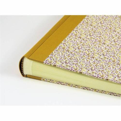 "Fotoalbum 23 x 23 cm, Einband in CARTA VARESE Dekor ""Blumenwiese lila"""