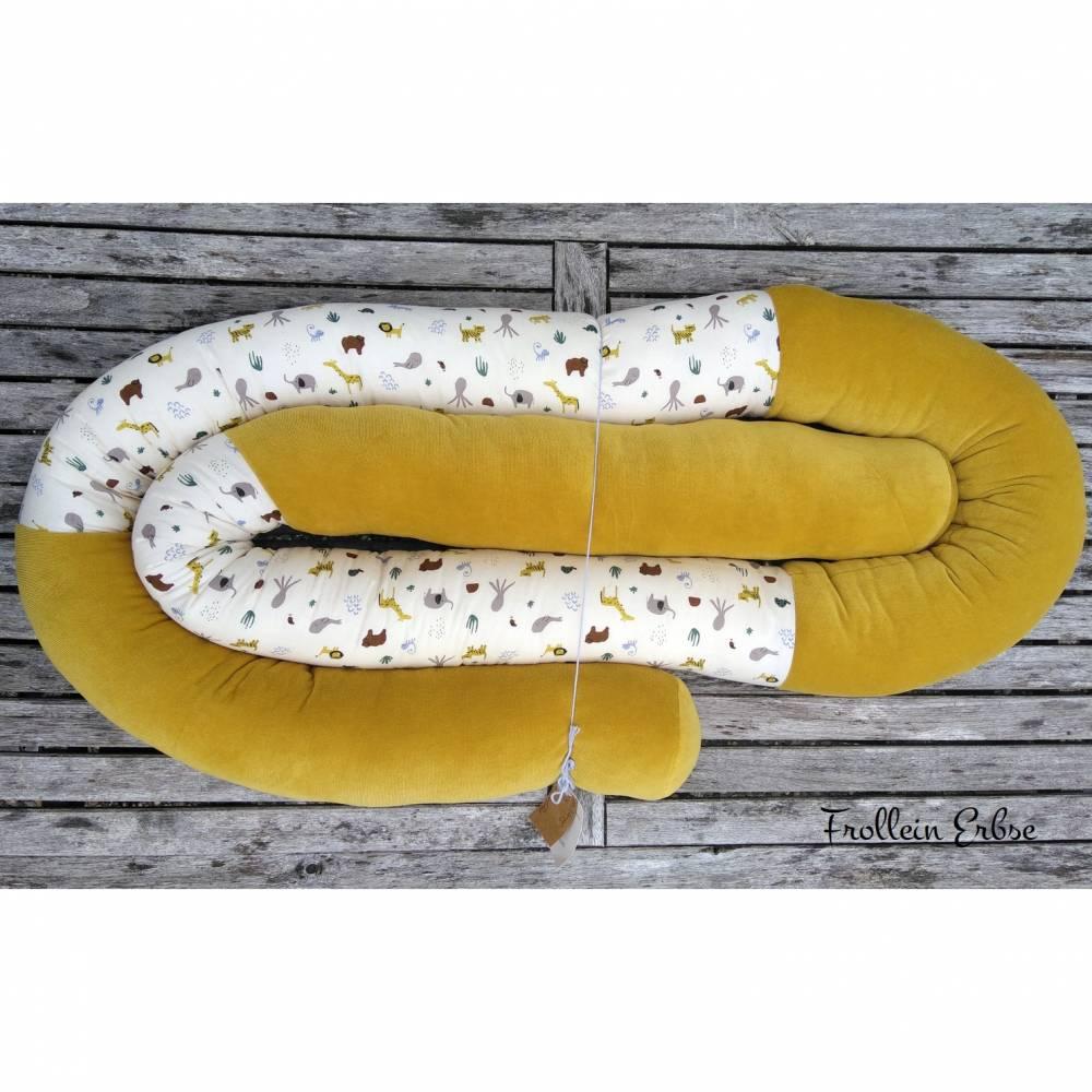 Bettschlange, 280 cm lang, senfgelber Nicki und bunte Tiermotive Bild 1