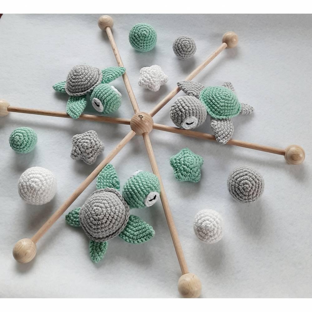 Süßes Baby Mobile mit gehäkelten Schildkröten, Sternchen und Kugeln - fast alle Farbkombinationen möglich Bild 1