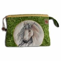 Bestickte Kulturtasche Stickerei Pferd grün gelb - Waschbeutel Kulturbeutel Schminktasche Windeltasche Krimskrams Kosmetiktasche - Maße ca. 26 x 21 x 6 cm  Bild 1