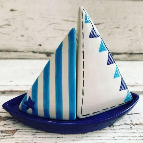 Salz und Pfeffer Streuer Schiff / Boot, Keramik handbemalt