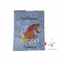 Equidenpass Pferdepass Pferd Hufeisen mit Namensbestickung Bild 1