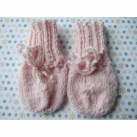 Hübsche handgestrickte Handschuhe für Babys bis 3 Monate Bild 1