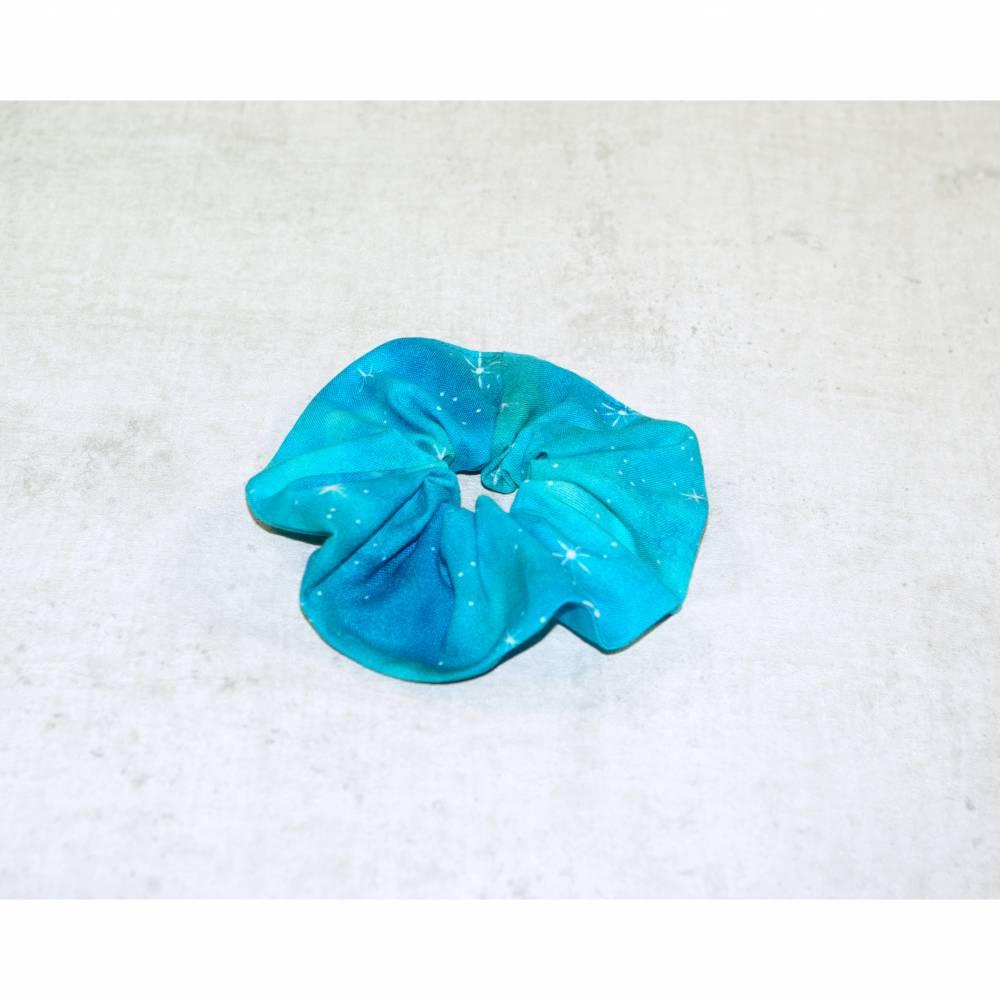 Scrunchie hellblauer Sternenhimmel, Scrunchies mit Spiralgummi oder Haargummi,  Bild 1
