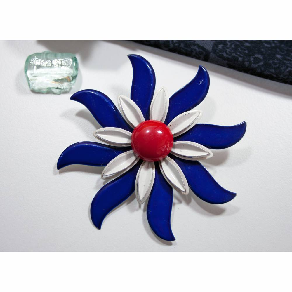 Vintage Brosche Emaille Blume, 50er Jahre, blau, weiß, rot, Emaille Brosche, Rockabilly, Blumenbrosche, Anstecker, Trödel Ding da Bild 1