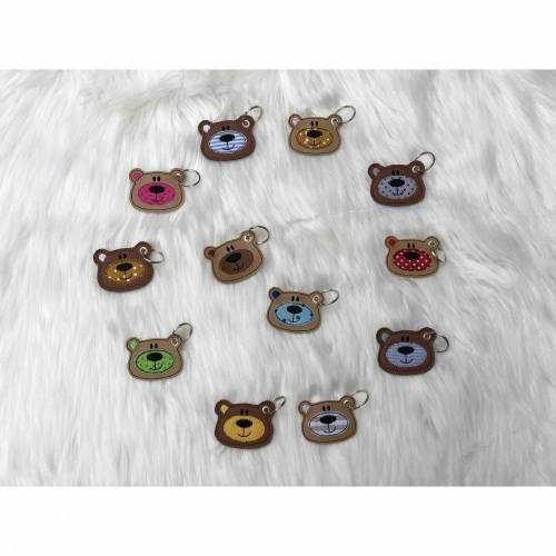 Schlüsselanhänger Bärbel; Anhänger Bär; Taschenanhänger aus Kunstleder