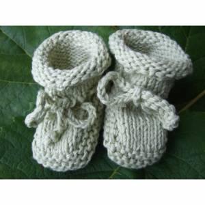 Edle Babyschühchen aus Baumwolle lindgrün