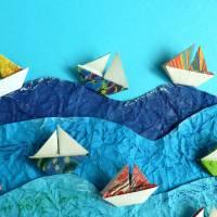 Segelboote auf hoher See // Origami Segelboote aus handmarmoriertem Papier im Objektrahmen Bild 3