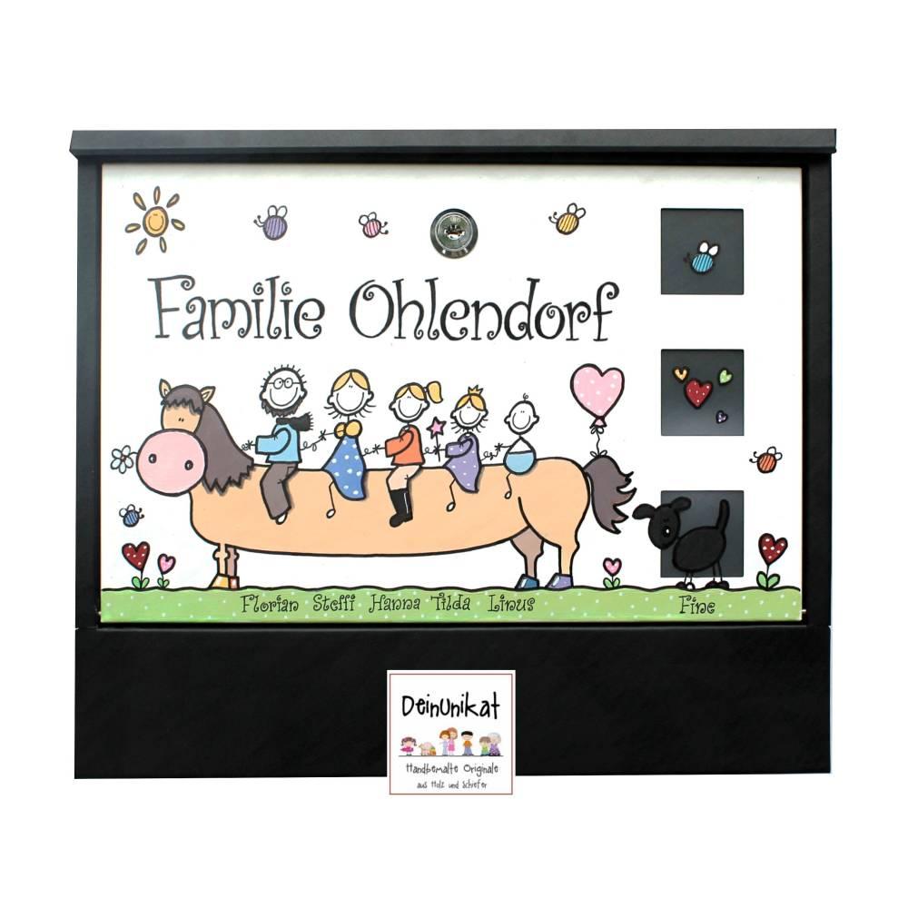 Briefkasten Reitersfamilie Pferd handbemalt, individuell, Wunschname, Wunschfiguren, Unikat Bild 1