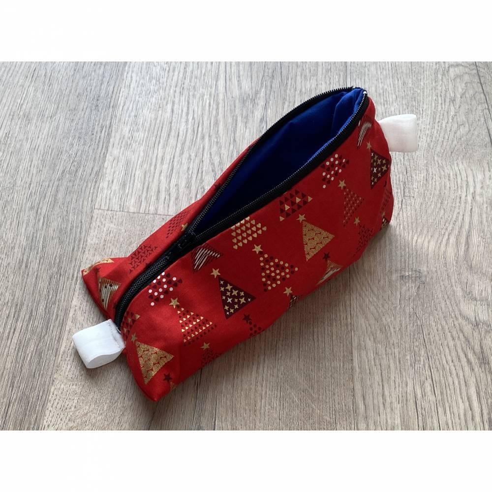 Dreiecktäschchen in süßer Weihnachts Optik für Stifte / Makeup / Krimskrams mit schwarzem Reißverschluss Bild 1