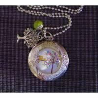 Medaillon silberfarben an silbernfarbener Kugelkette mit Glascabochon - Motiv Eulen im Baum  Bild 1