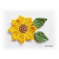 3-teiliges Häkelset: Eine gehäkelte Sonnenblume mit 2 Blättern  - Applikation - Häkelapplikation - Aufnäher - Herbst - gelb, braun, grün   Bild 1