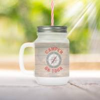 """Henkelglas """"Camper on Tour"""" im Holzdesign mit Kompassrose bedruckt. Glas Mason Jar für Camper mit Deckel und Strohhalm. Bild 1"""