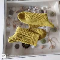 Socken handgestrickt mit schönem Muster Größe 38/39, senfgelb Bild 1