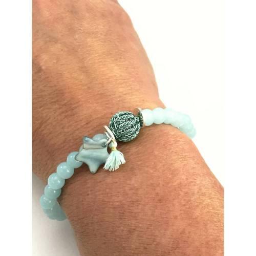 elastisches ARMBAND aus eisblauer Jade mit doppelt gestrickter MINI-KUGEL aus eisblauem Kupferdraht