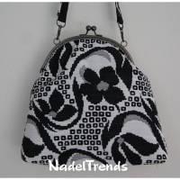Bügeltasche in schwarz-weißem floralen Muster / Handtasche / Umhängetasche / Abendtasche / Schultertasche Bild 1