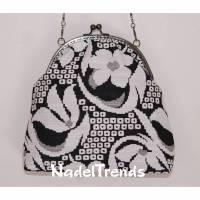 Bügeltasche in weiß-schwarzem floralen Muster / Handtasche / Umhängetasche / Abendtasche / Schultertasche Bild 1