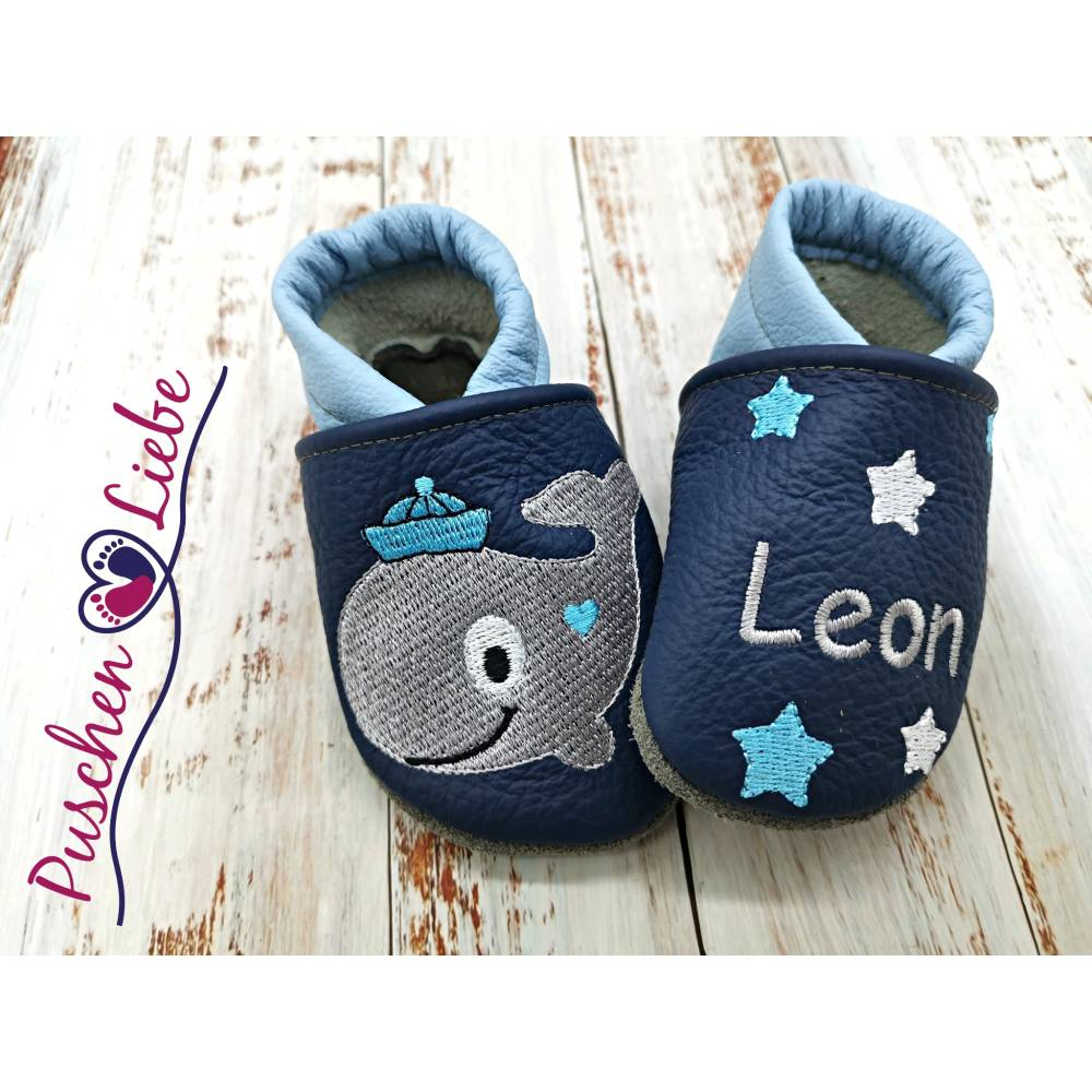 personalisierte Krabbelschuhe (Lederpuschen mit Namen) mit Indianerbär - echtes Leder - Handmade Geschenk zur Taufe Bild 1