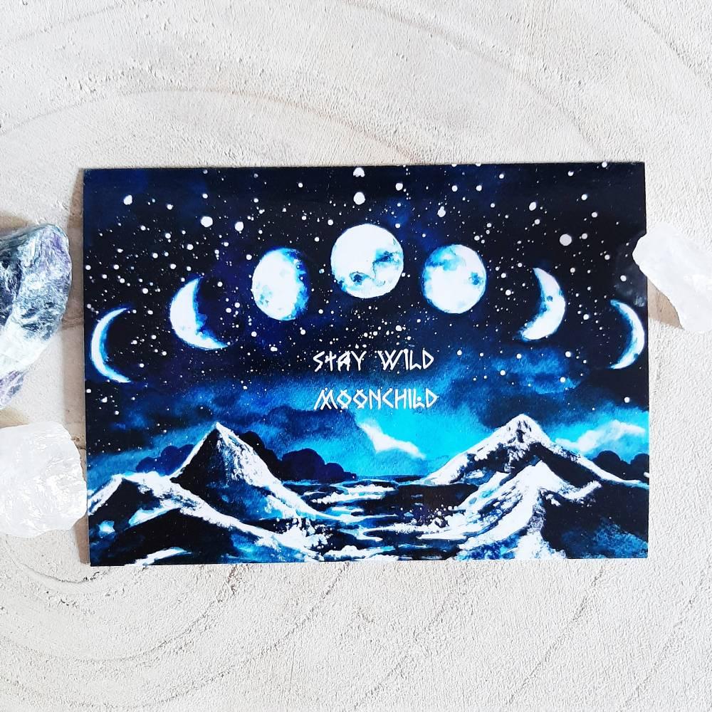 """Mondphasen Postkarte, Geburtstagskarte """"Stay Wild Moonchild"""" - Grußkarte, Gothic, Witchcraft, Mondschein und Berge Bild 1"""