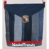 kleine Umhängetasche mit roten Akzenten / Jeanstasche / Schultertasche / Damentasche/ Kindertasche / Mädchentasche Bild 1