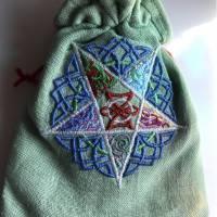 Besticktes, hellgrünes Leinen-Säckchen, Motiv '5 Elemente' inklusive Tarot-Deck und Einsteigerbuch Bild 3