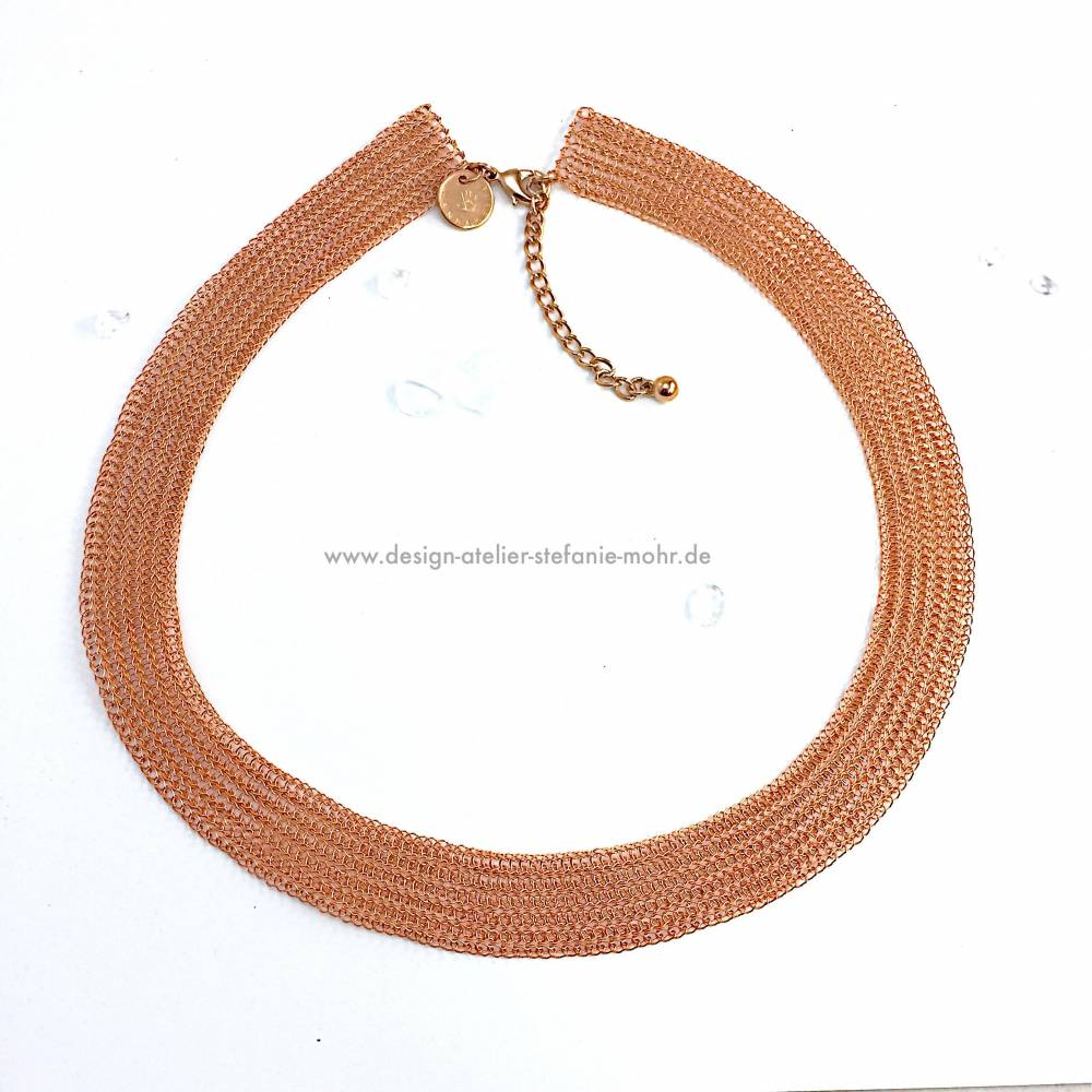 STRICK COLLIER: flaches, hand gestricktes Collier / Kette aus beschichtetem Kupferdraht Bild 1