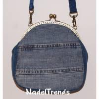 Jeanstasche mit messigfarbenem Bügel / Handtasche / Clipverschluss / Umhängetasche / Damentasche Bild 1