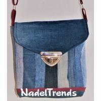 kleine Umhängetasche mit dunkelroten Akzenten / Jeanstasche / Schultertasche / Damentasche/ Kindertasche / Mädchentasche Bild 1