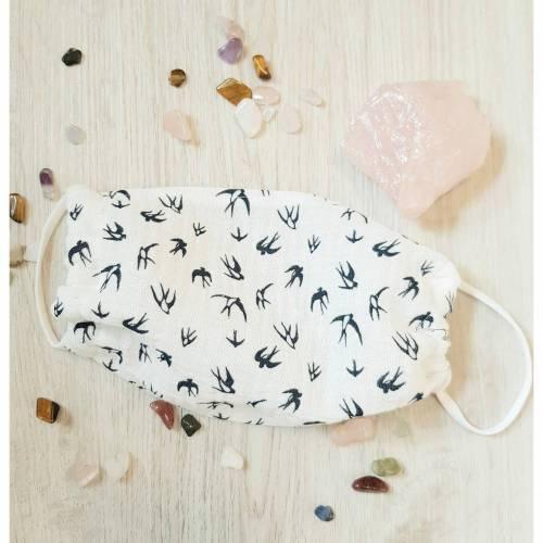 Luftige Behelfsmaske, Maske, Mund-Nasen-Bedeckung aus Musselin, Baumwolle, creme weiß mit dunkelblauen Schwa