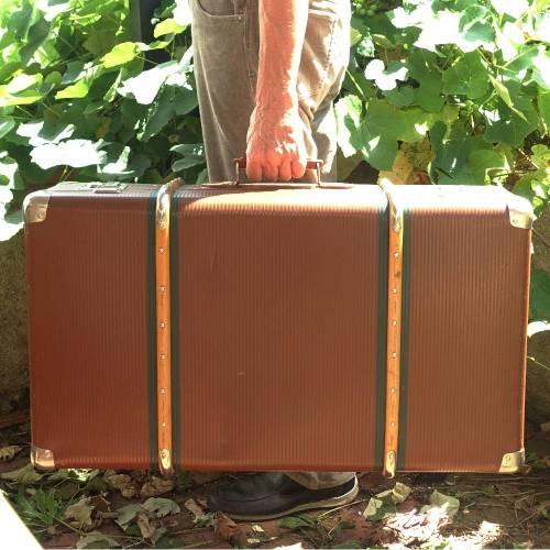 Sehr großer, gut erhaltener Oldtimer Koffer mit Holzbeschlag