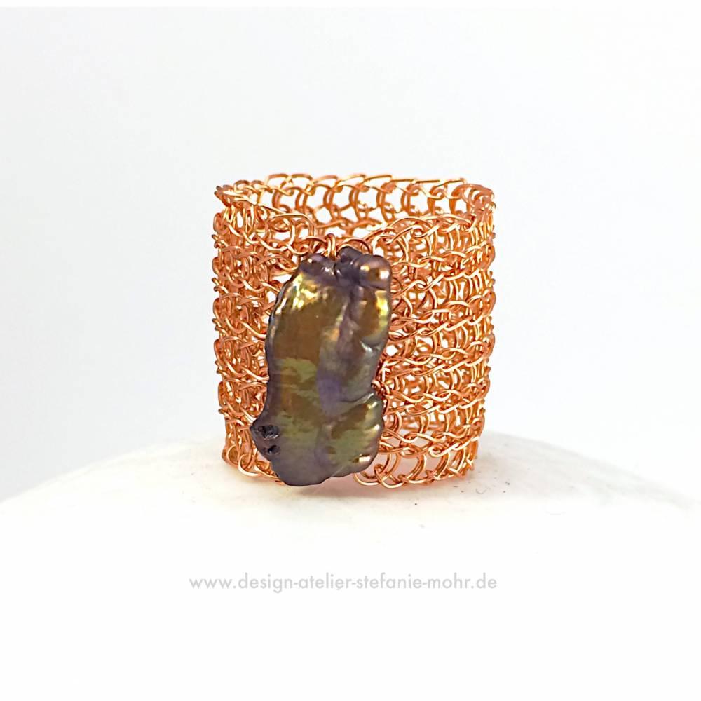 STRICK RING aus anlaufgeschütztem Kupferdraht mit schöner Biwa-Perle Bild 1