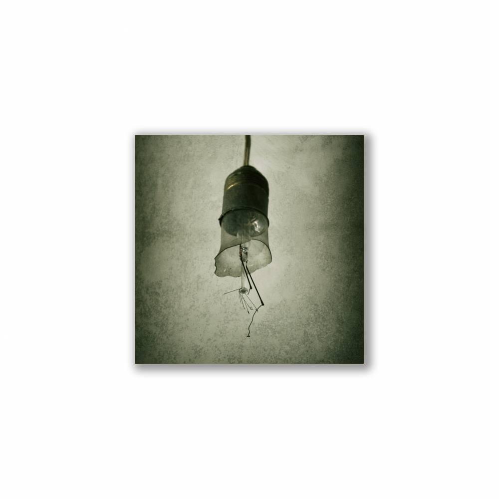 Glühlampe, Glühbirne, Lampe, Foto auf Holz, im Quadrat, 10 x 10 cm, Lost Place, marode Bild 1