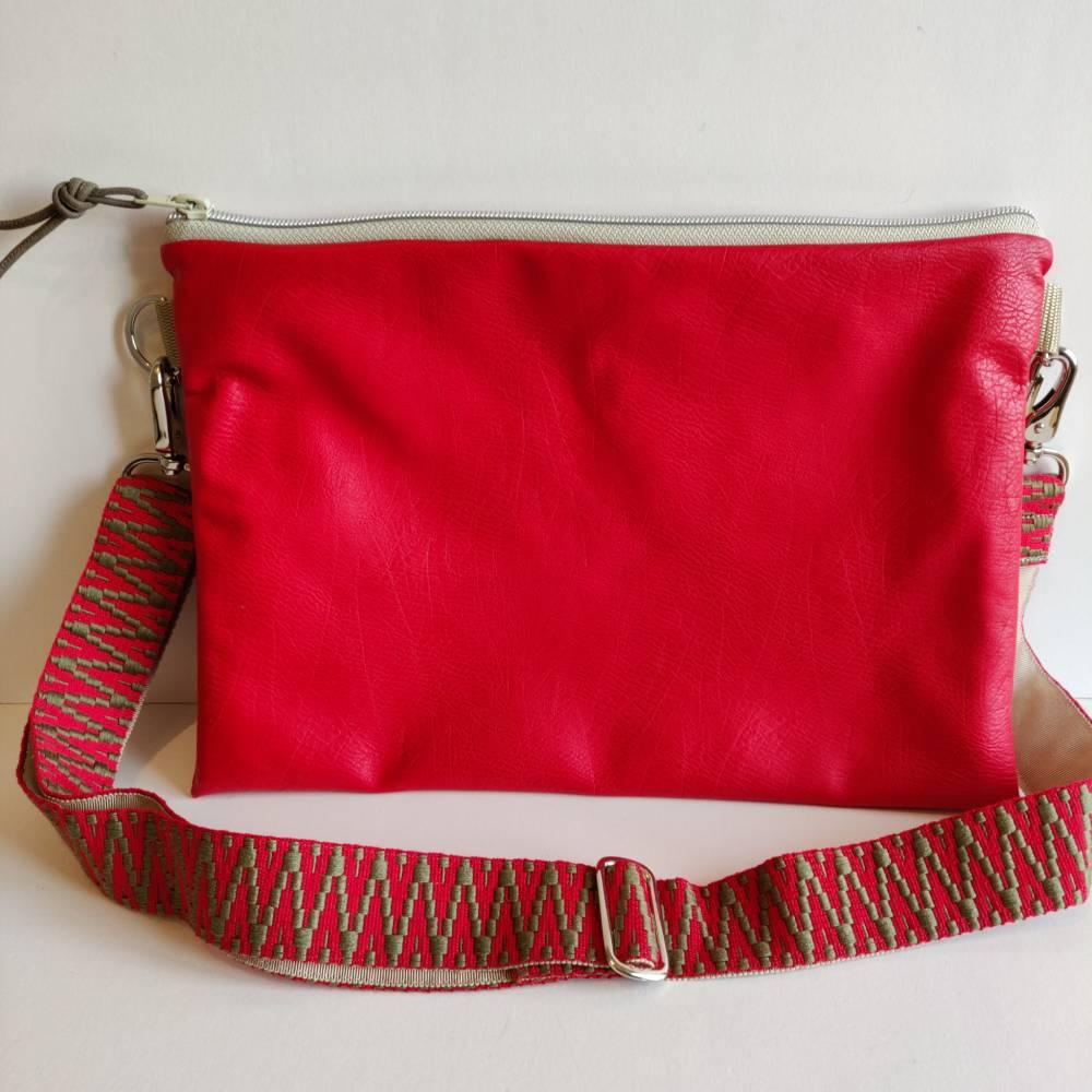 Crossbag Umhängetasche aus rotem Kunstleder  Bild 1
