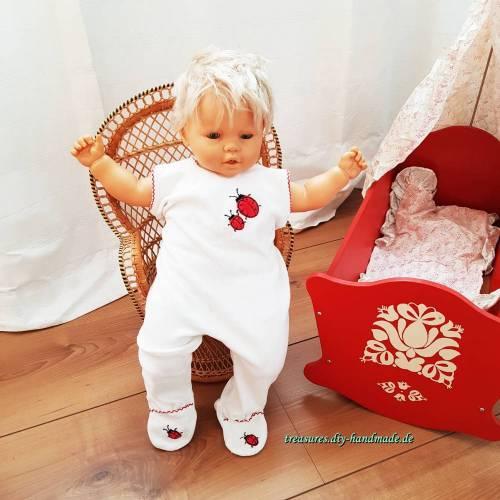 Vintage, weißer Baby Strampler mit Füßen Marienkäfer Applikation